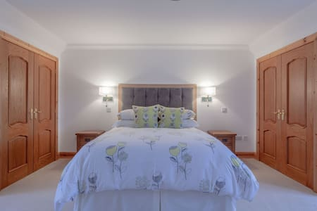Sgritheal View lsle of Skye King room 2 guests