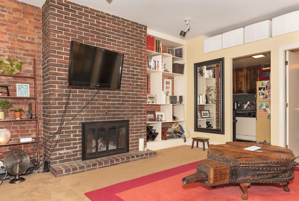 Flat screen TV & Working Fireplace