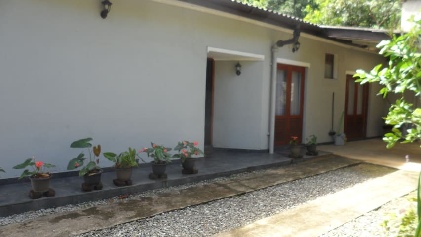 100 A homestay - Kandy - Apartment