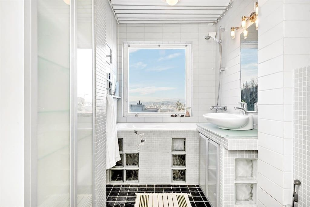 Modern and pleasant bathroom