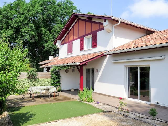 Holiday home with lovely garden, terrace and grill