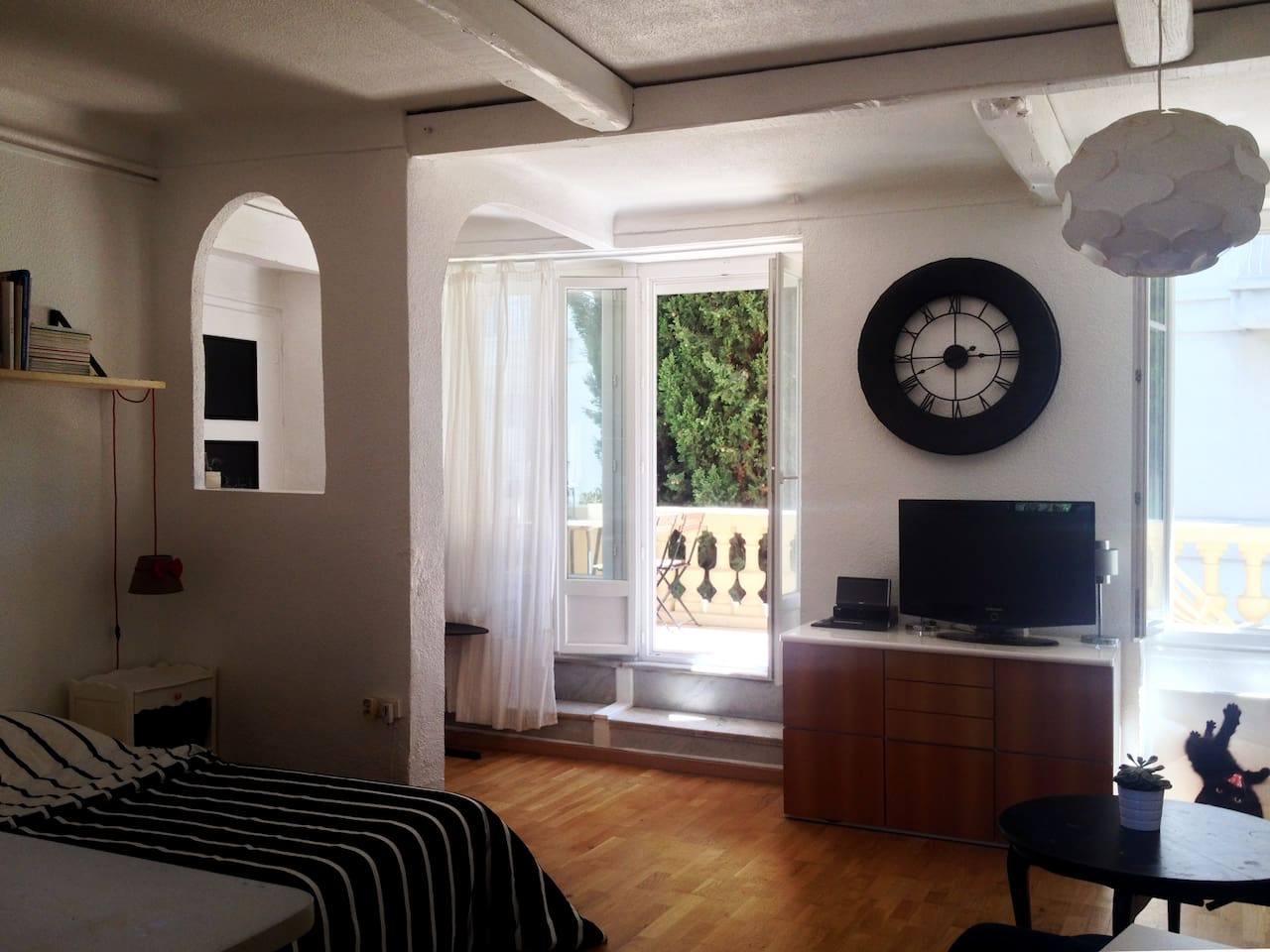 Grand studio lumineux avec terrasse