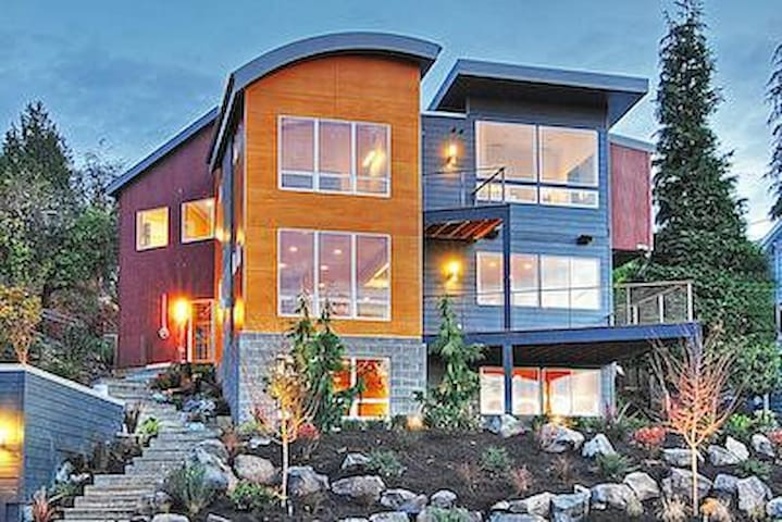 Modern Luxury, Puget Sound Views