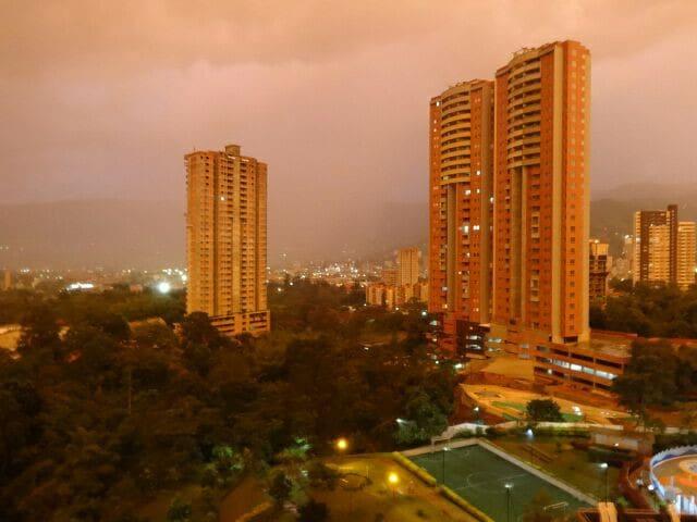 Room in Medellín (Entrebosques) - Itagüi - Leilighet
