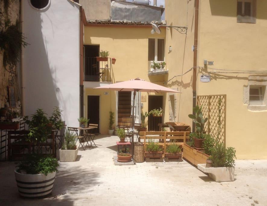 ingresso casa Antò piazzetta salita del mercato