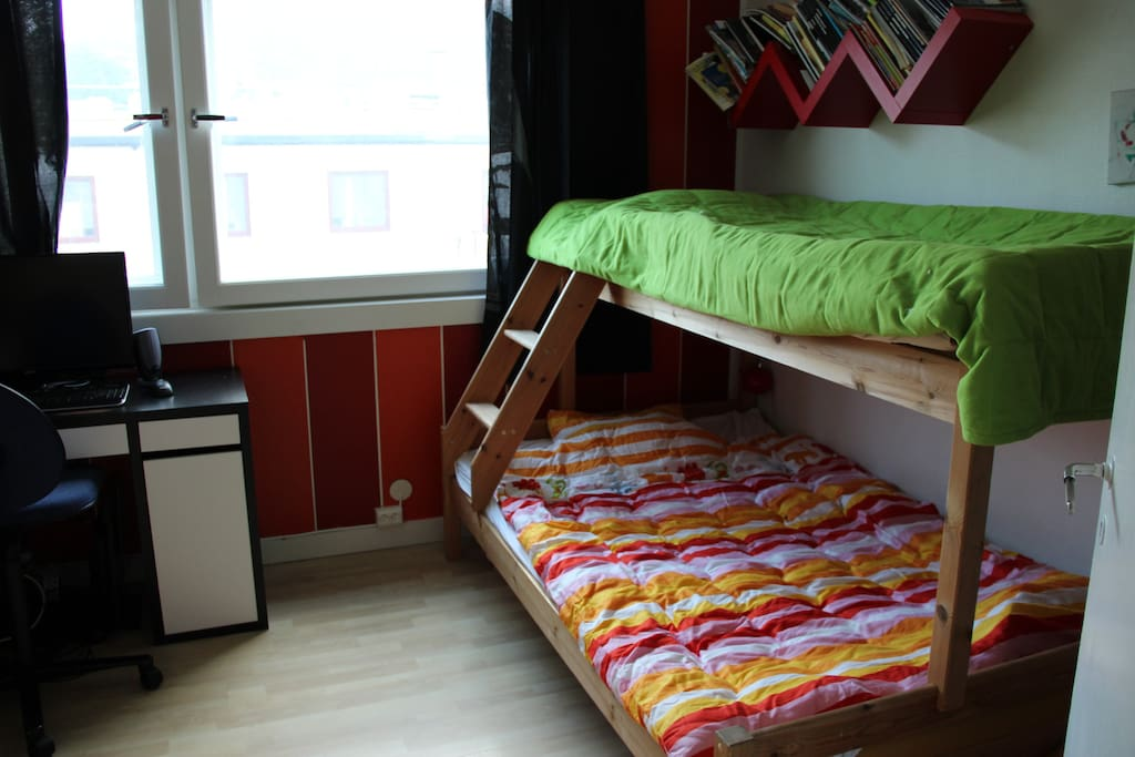 second bedroom  with bunk bed (the bottom one fits two)