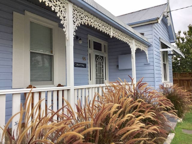 MORPETH COTTAGE - spacious 1 bedroom heritage home
