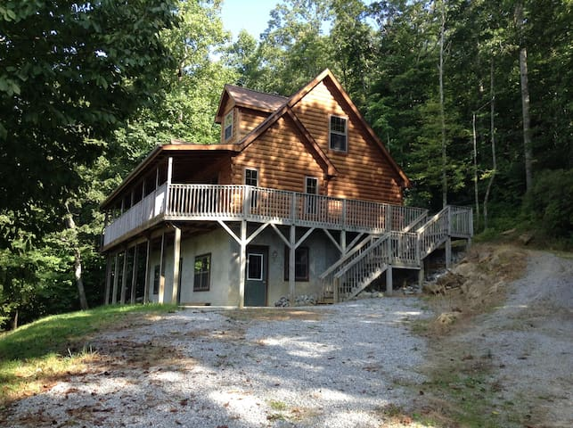 Peaceful Cabin Retreat GROUPS,FAMILIES,or Couples - Hendersonville - Hus