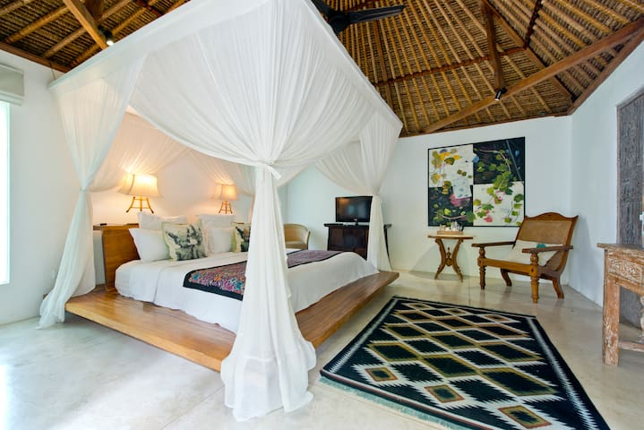 BABY MELON VILLAS - King Size Garden Room