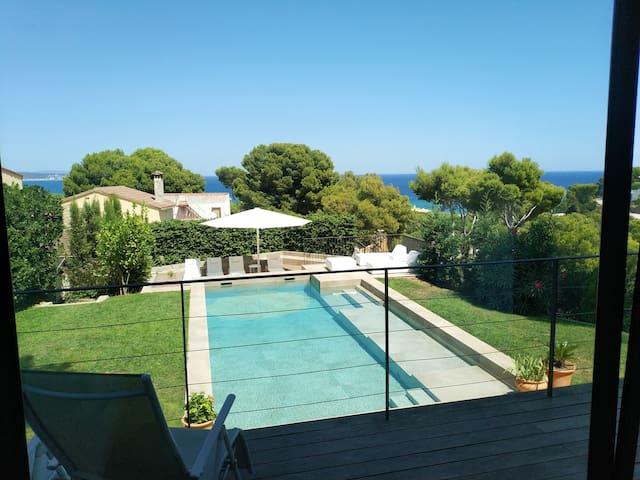 Beautiful Sea view POOLSIDE, pool,beach 5min, WiFi