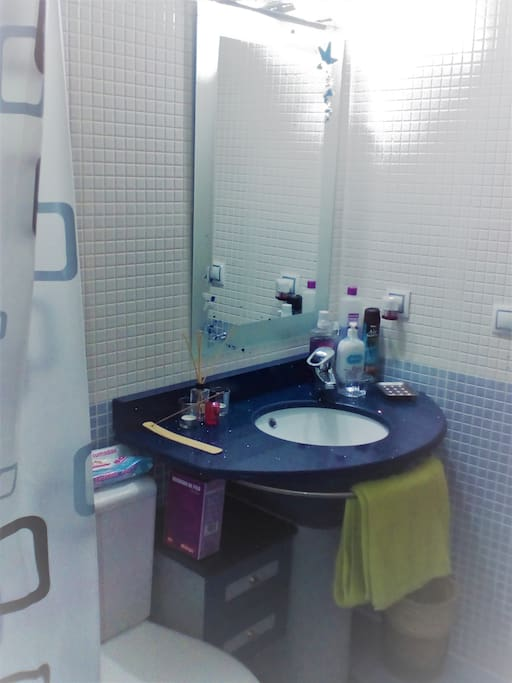 Baño con servicio de Toallas