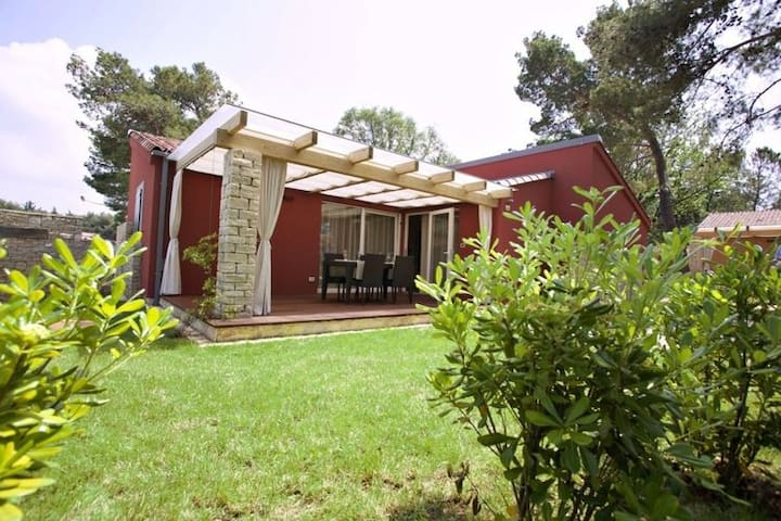 A luxurious, spacious villa on a practically new park with excellent facilities, directly by the sea