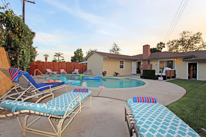 Disney knott modern pool home houses for rent in for Garden grove pool