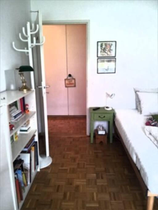 espace de rangement en sortant de la chambre qui se trouve en face