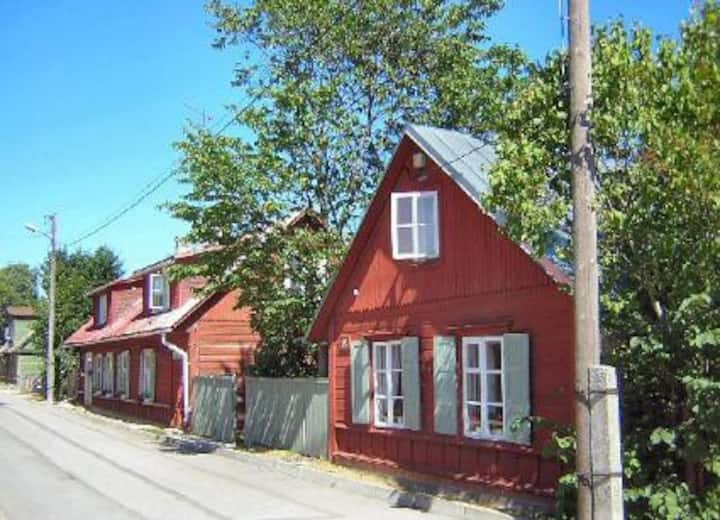 Haus + Garten in Küstenstadt.