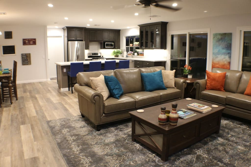 Open floor plan make for great family gatherings.