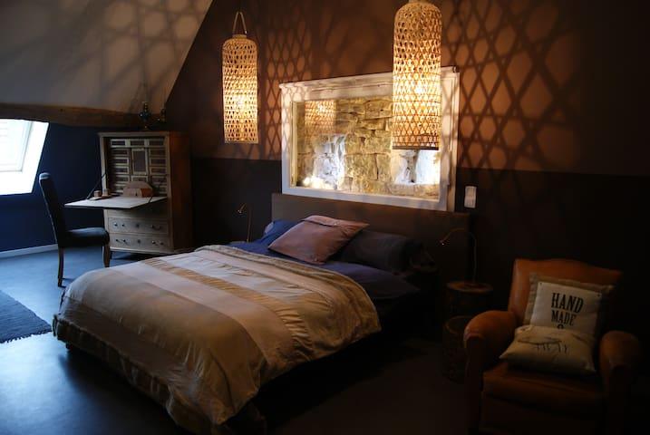 Ambre chambre spacieuse et élégante - Jouhe - Wikt i opierunek