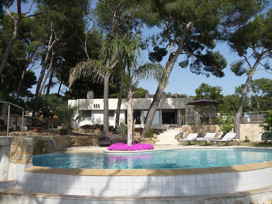 villa contemporaine piscine vue mer exception villas louer saint cyr sur mer provence. Black Bedroom Furniture Sets. Home Design Ideas