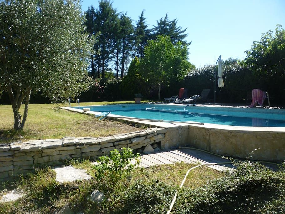 Chambre dans villa avec piscine bed and breakfasts for for Chambre d agriculture aix en provence
