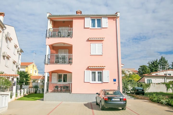 Nice decorated one bedroom apartment with terrace 4 km from the sea