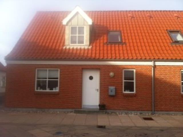 Moderne, nyt og centralt hus - Logstor - Talo
