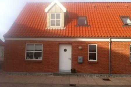Moderne, nyt og centralt hus - Logstor - House