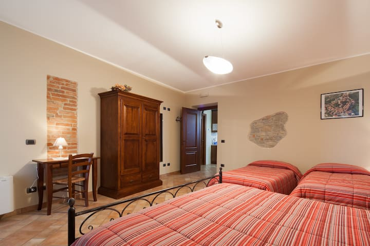 I GRAPPOLI, camere ed appartamenti  - Serralunga d'Alba - Bed & Breakfast
