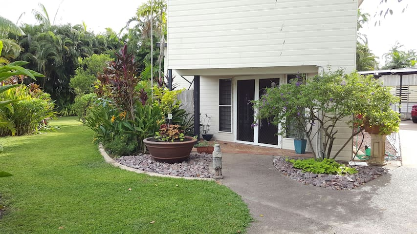2 Bedrooms - luxury accommodation - Fannie Bay - Ev