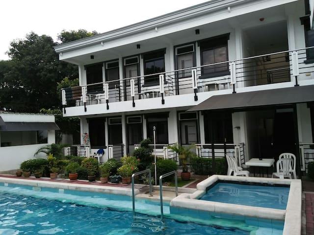 10 m pool