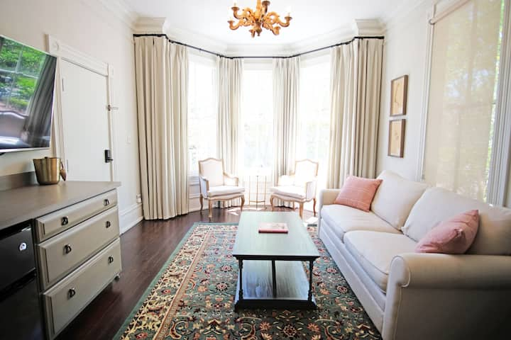 Leland Suite at the Vintage Mirabelle Building