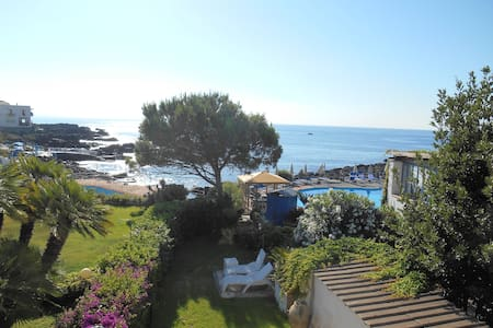 Private Seaside House with Garden  - Giardini-naxos
