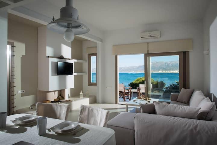Villa Asterias sea-front House