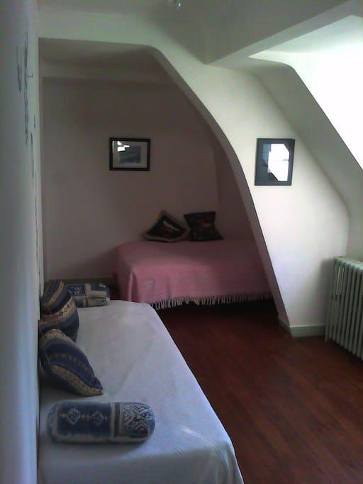 Une autre chambre, au 2nd étage. Pas de photos pour le moment des autres chambres disponibles mais elles viendront !