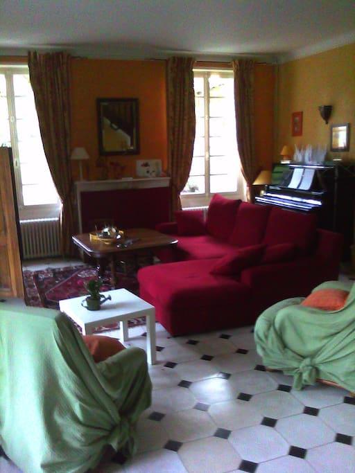 Chambre dans maison de charme houses for rent in bourre for Chambre de charme france