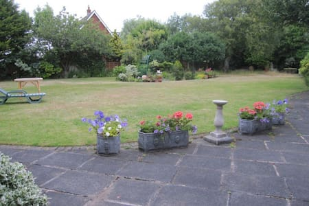 Lytham GF Double bed, superb garden, 2 people - Lytham Saint Annes - Talo