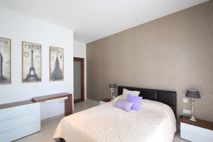 Modern NEW 2 BED SEAFRONT - Gzira - Apartment