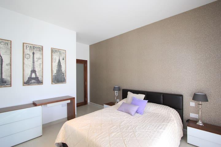 Modern NEW 2 BED SEAFRONT - Gzira - Lägenhet