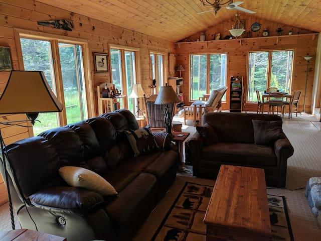 Northwoods Cabin - Cozy Winter Retreat