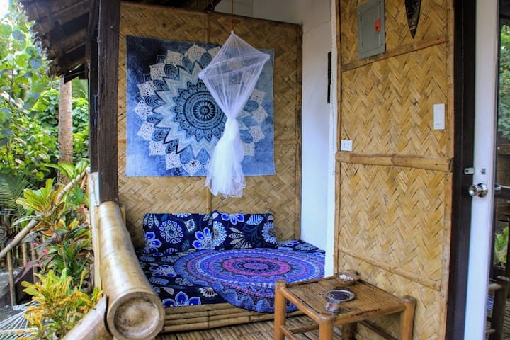 Surfers Garden Bungalow A / With Breakfast