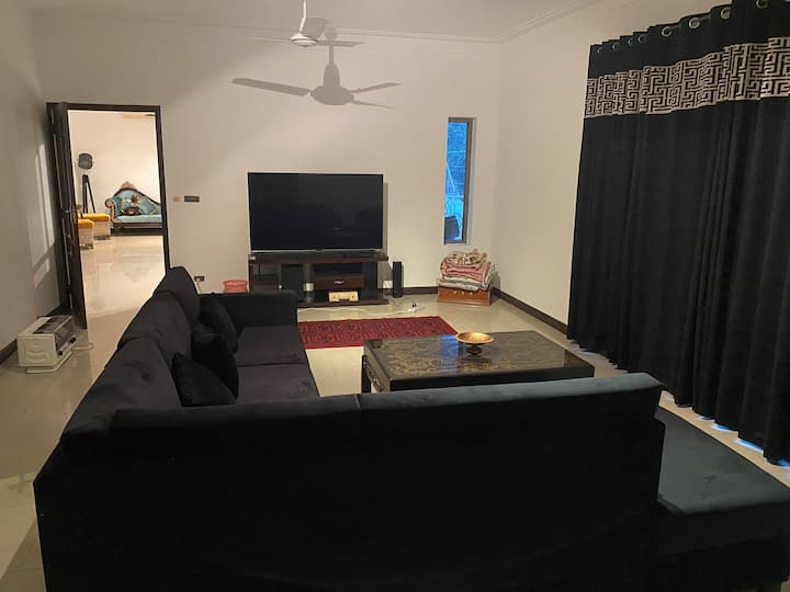 Nature's Delight-2 Bedroom(Sarwar Rd - Cantt)