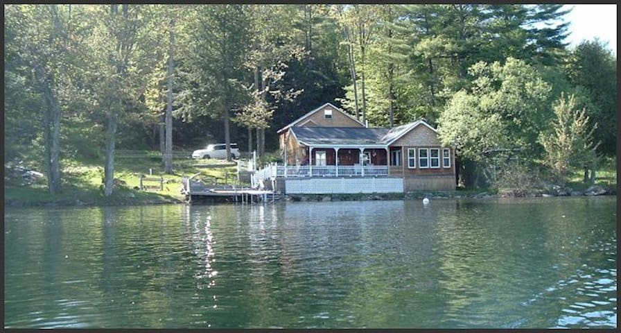 Lake Bomoseen Direct Waterfront - Castleton - Haus