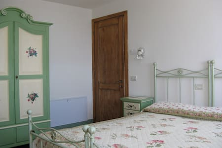 Country Club Suite fragole e calle - Bed & Breakfast