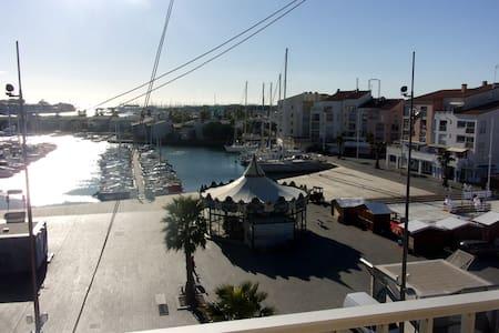 bel F2 tres belle vue PORT et MER avec piscine - Agde