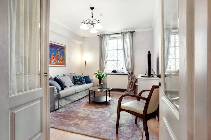 Elegant Old Town apartment by Town Hall Square