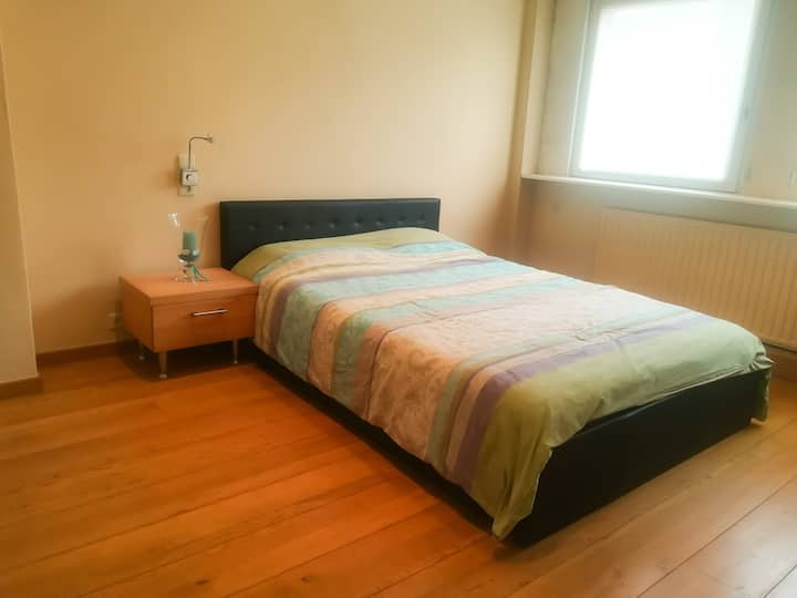 room for 2 persons, 10 minute walk from Tml
