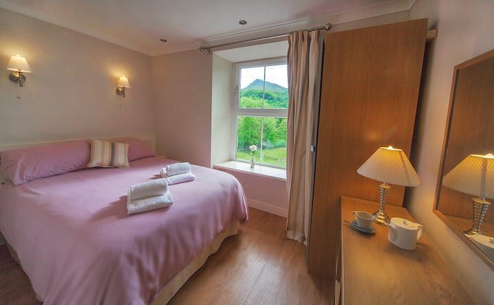 Lovely room with a view at the heart of Snowdonia