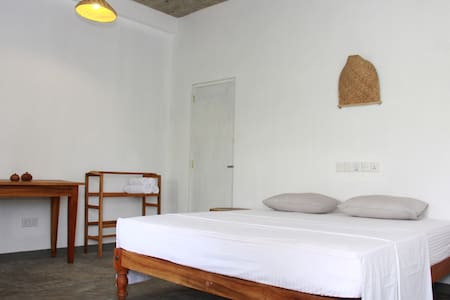 MIRISSA BnB new AC (no8), hot water room, welcome! - Mirissa