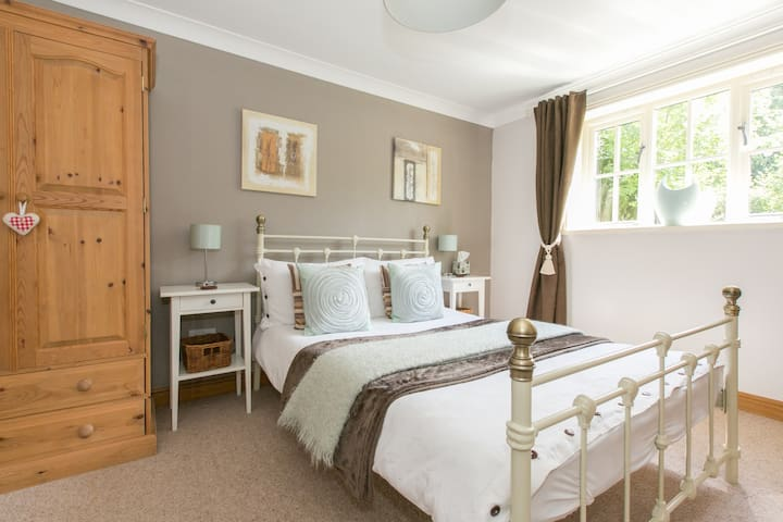 Stylish Guest House.  Ideal NEC/BHX - Balsall Common - Penzion (B&B)