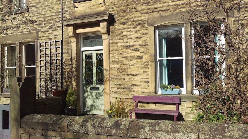 Comfortable double room in Victorian terrace - Skipton