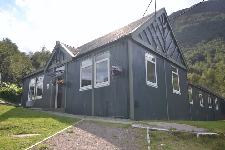 Private rooms sleep 4 West Highland Hostel
